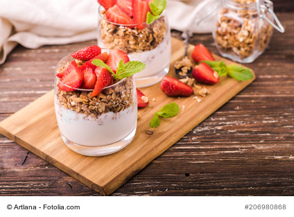 Fresh yogurt parfaits